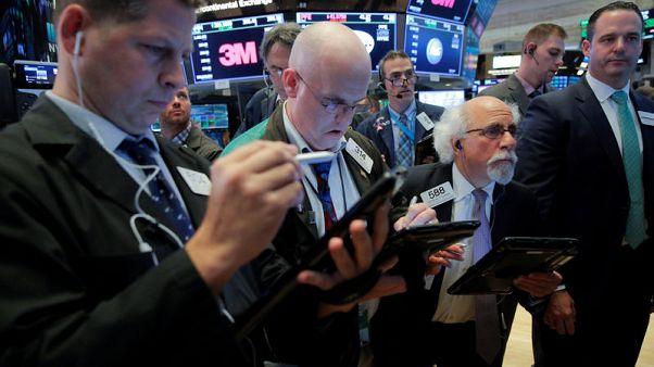 وول ستريت تفتح منخفضة مع زيادة المخاوف بشأن رفع الفائدة