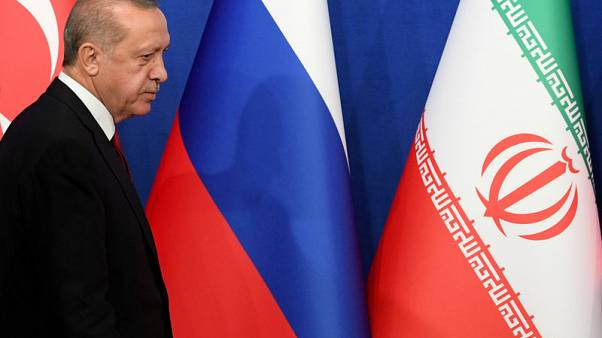 موقع: أردوغان يجتمع بخامنئي في طهران بعد قمة بشأن سوريا