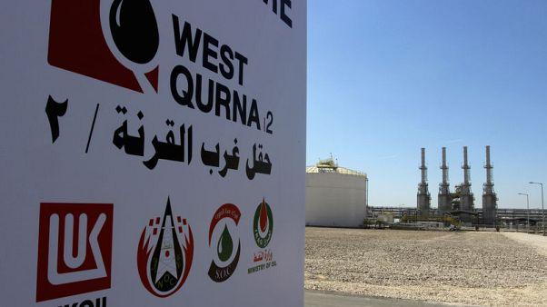 محتجون عراقيون يغادرون منشأة تابعة لحقل غرب القرنة2 النفطي