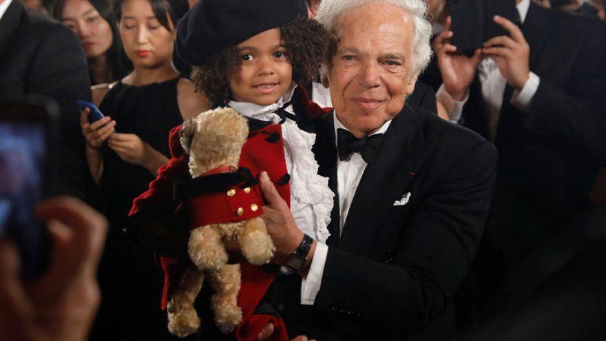 شاهد: مصمم الأزياء رالف لورين يحتقل بعامه الخمسين في عالم الموضة