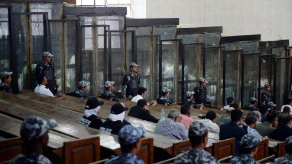Egypte: 75 personnes, dont des chefs islamistes, condamnées à mort
