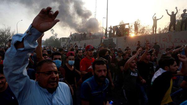 استهداف مطار البصرة بالصواريخ بعد ليلة من الاحتجاجات