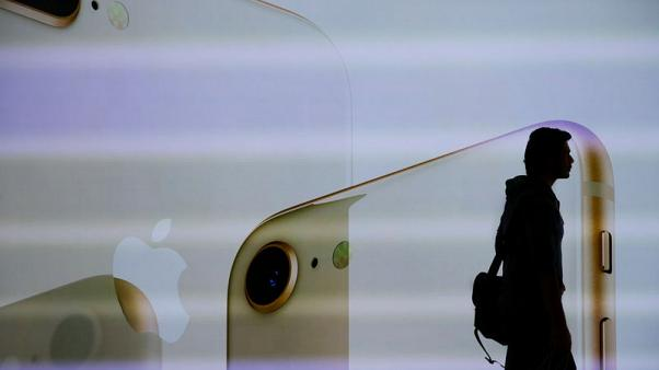 Trump tells Apple to make products in U.S. to avoid China tariffs