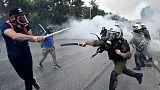 الشرطة اليونانية تطلق الغاز المسيل للدموع على محتجين ضد اتفاق مع مقدونيا