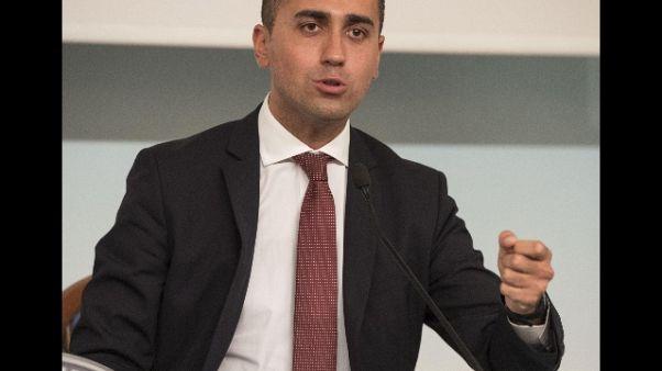 Di Maio a Renzi, proposta Pd su negozi