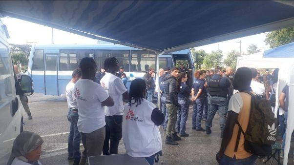 34 migranti Diciotti a Ventimiglia