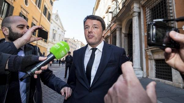Renzi: stop fake news su di me, querelo