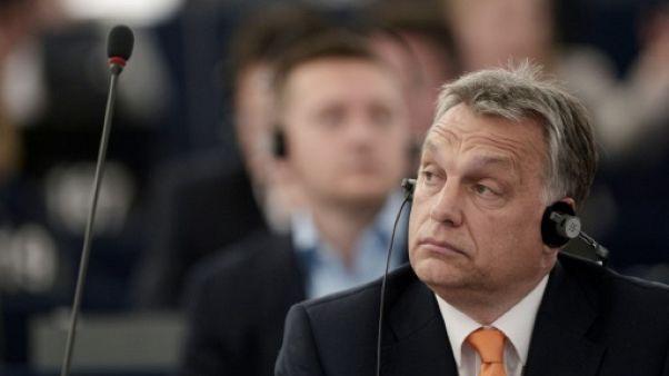 """Orban rejette tout """"chantage"""" devant le Parlement européen"""