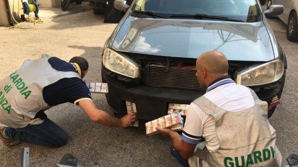 Sigarette nascoste in 8 doppifondi auto