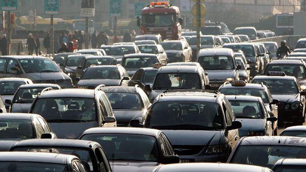 EU carmakers' lobby calls proposed 45 percent CO2 cut target 'unrealistic'