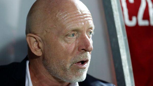 ياروليم مدرب التشيك يترك منصبه بعد هزيمتين متتاليتين