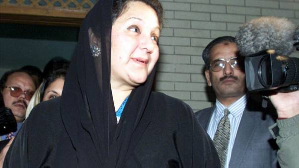 وفاة زوجة رئيس وزراء باكستان المسجون نواز شريف في لندن