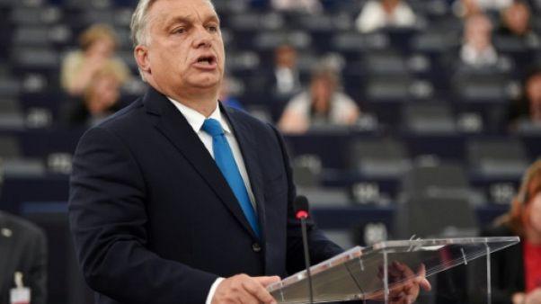 """Orban dénonce le """"chantage"""" des """"pro-immigration"""" devant le Parlement européen"""