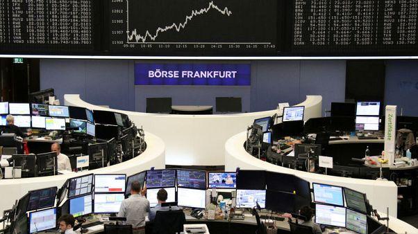 الأسهم الأوروبية تهبط مع تزايد المخاطر الجيوسياسية والتجارية