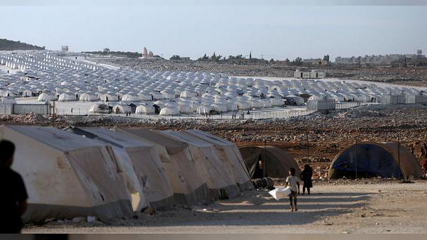 سوريون يفرون إلى قرى على الحدود قبل هجوم وشيك على إدلب