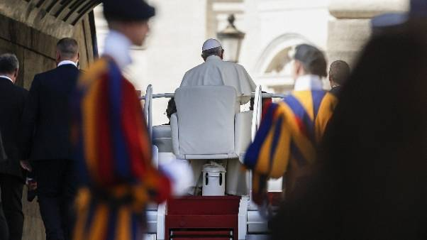 Papa convoca presidenti vescovi su abusi