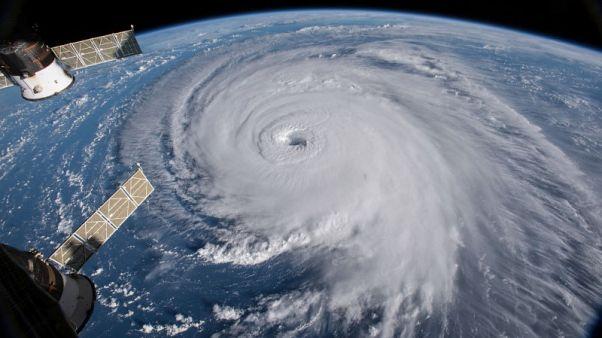 الإعصار فلورنس يضعف لكنه لا يزال خطيرا مع تحركه صوب الساحل الشرقي لأمريكا