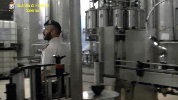 Scoperte 2 tonnellate di olio adulterato
