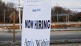 طلبات إعانة البطالة الأمريكية تهبط لأدنى مستوى في نحو 49 عاما