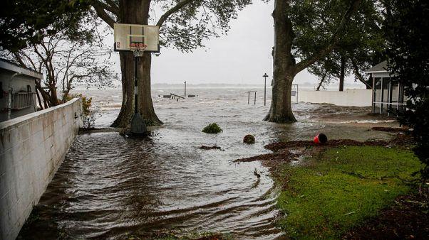 مركز: الإعصار فلورنس يضعف ويتراجع إلى الفئة الأولى