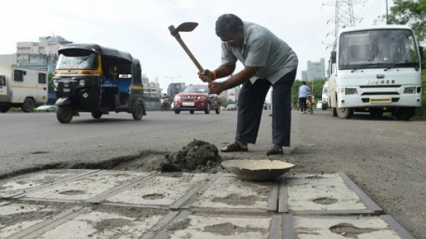 À Bombay, un combleur d'ornières en mémoire de son fils défunt