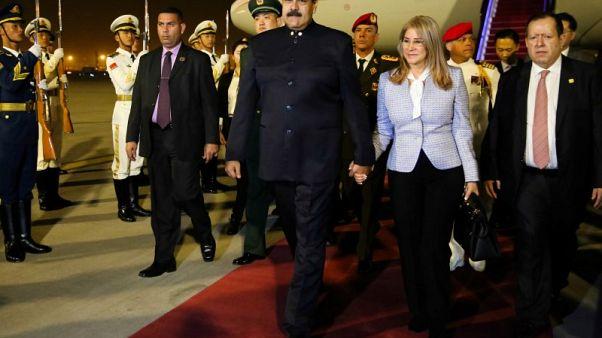 رئيس فنزويلا يجتمع مع مسؤولين صينيين في بكين