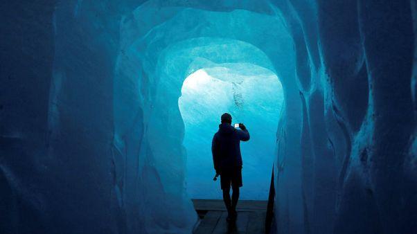 علماء يبحثون بين الجليد عن مقومات الحياة