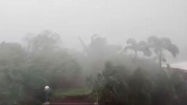"""الإعصار الهائل """"مانكوت"""" يضرب شمال الفلبين"""