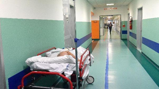 Medico puliva seppie in ospedale