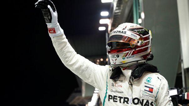 هاميلتون ينطلق على نحو مفاجئ من المركز الأول في سنغافورة