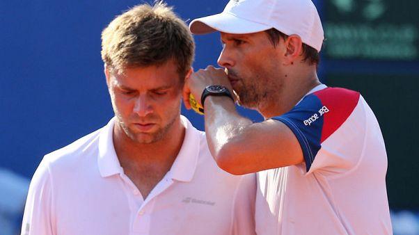 Tennis - 40-year-old Bryan helps keep U.S. Davis Cup hopes afloat