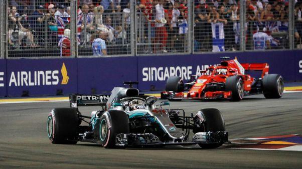 هاميلتون يفوز بسباق سنغافورة ويعزز تصدره لبطولة فورمولا 1