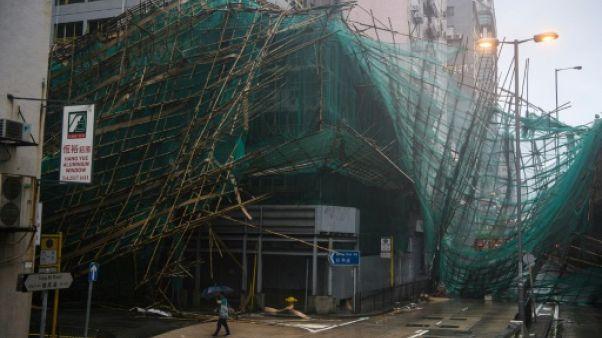 Le typhon Mangkhut fait ses premiers morts en Chine continentale après avoir semé le chaos à Hong Kong