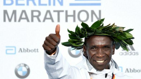"""Marathon de Berlin: """"le record ne pouvait pas m'échapper"""" déclare Kipchoge"""