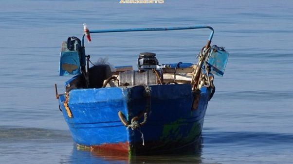 Migranti: sbarco su spiaggia Agrigentino