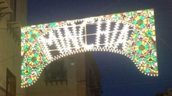 Scritta 'minchia' su luminaria a Palermo