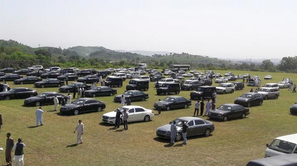 Pakistan auctions cars in austerity drive, PM commutes by helicopter