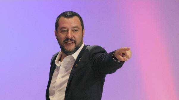 Scritte contro Salvini nel Salernitano