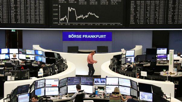 أسهم أوروبا تعوض خسائرها المبكرة وسط مخاوف من رسوم أمريكية