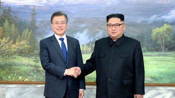 قمة بين زعيمي الكوريتين لدفع المحادثات النووية بين بيونجيانج وواشنطن