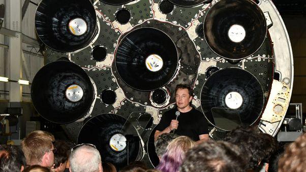 سبيس إكس: ملياردير ياباني سيكون أول من يذهب في رحلة خاصة إلى القمر