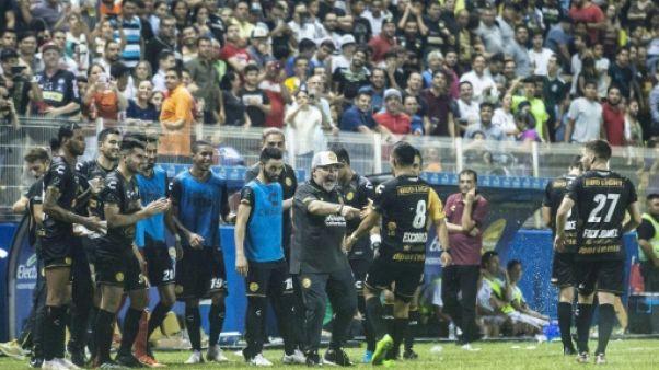 Plus clivant que jamais, Maradona réussit ses débuts au Mexique