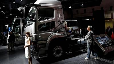 Daimler Trucks expects sales, earnings records in 2018