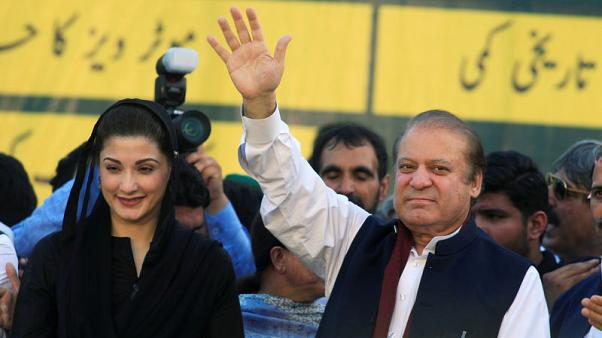 حكم بإخلاء سبيل رئيس وزراء باكستان المخلوع نواز شريف وابنته