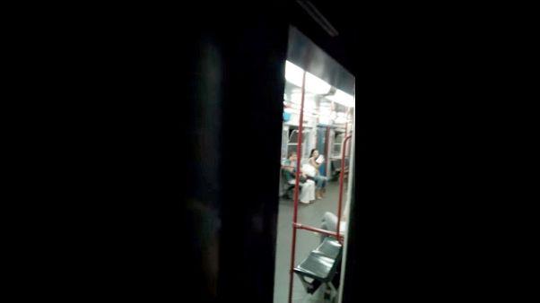 Rappe in cabina guida in metro a Roma