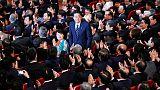 رئيس وزراء اليابان يفوز بزعامة الحزب الحاكم