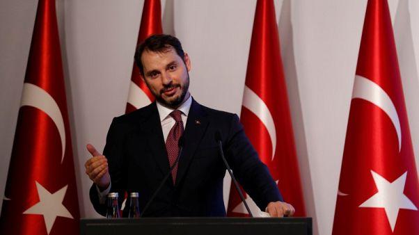 ألبيرق: معدل البطالة المتوقع في تركيا 12.1% في 2019