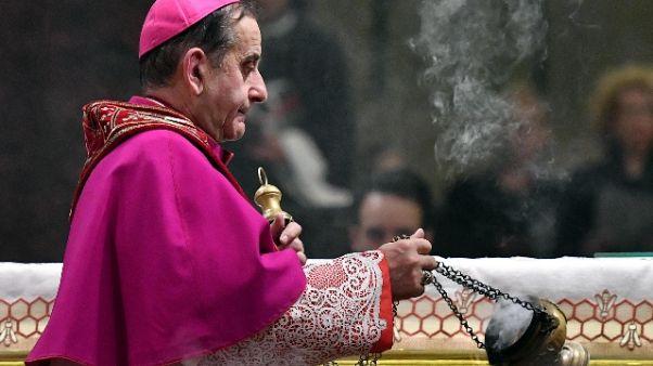 Pedofilia, madre ragazzo critica Delpini