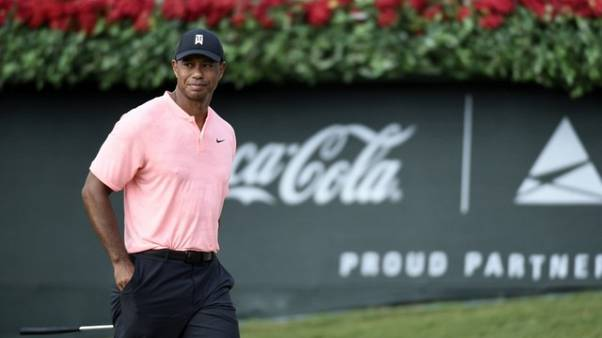 Woods, Fowler lead Tour Championship after opening 65s