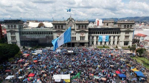 Corruption au Guatemala: des manifestants demandent la démission du président